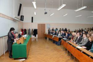 Декан филолошког факултета Александра Вранеш поздравља скуп