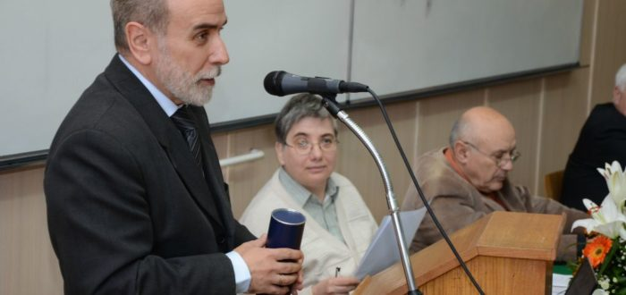 Петар Буњак захваљује на Повељи