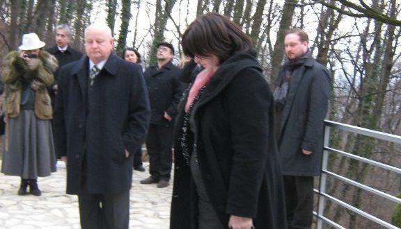 13 января 2012 г. Поездка на Авалу: возложение венков к памятнику погибшим освободителям