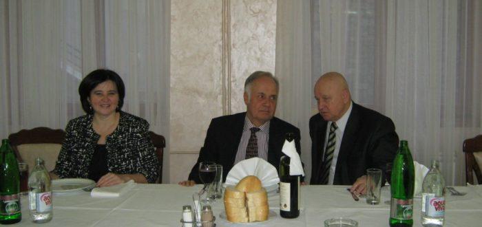 13 января 2012 г. За обедом: А. Вранеш, А.В. Конузин, Ю.А. Горячев